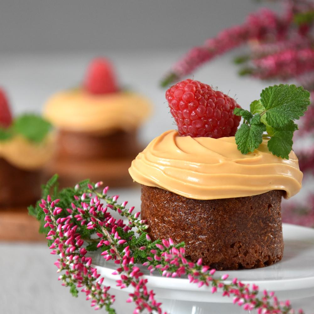 Salted-Caramel-Mandel-Cupcakes